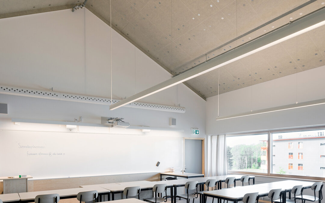 Adolfbergsskolan i Knivsta: Undertak dikt an yttertak