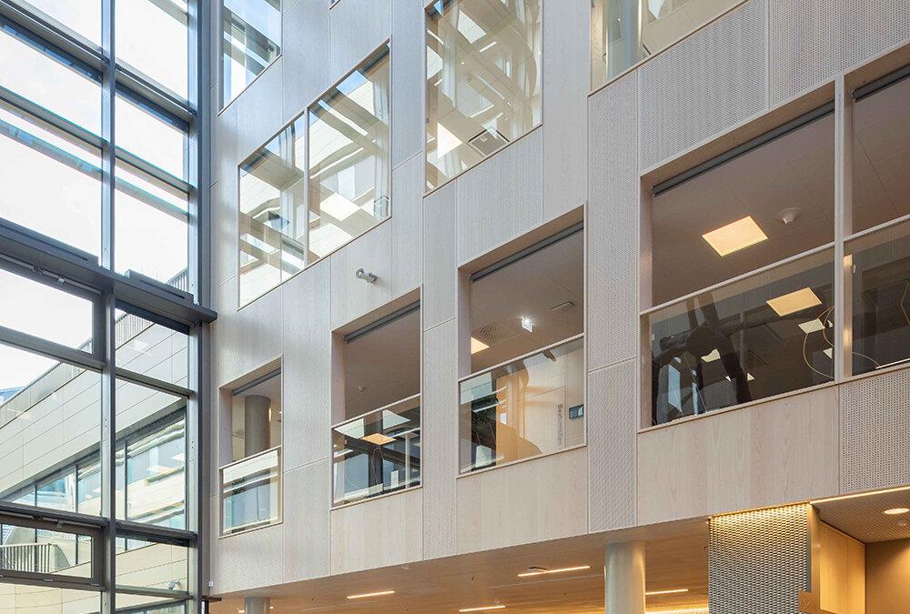 Gustafs Nano-panel klär undertaket i Skøyen Atrium III