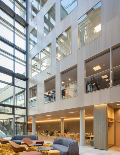 Gustafs: Vitpigmenterad nano-panel, Skøyen Atrium III, Oslo, Norge